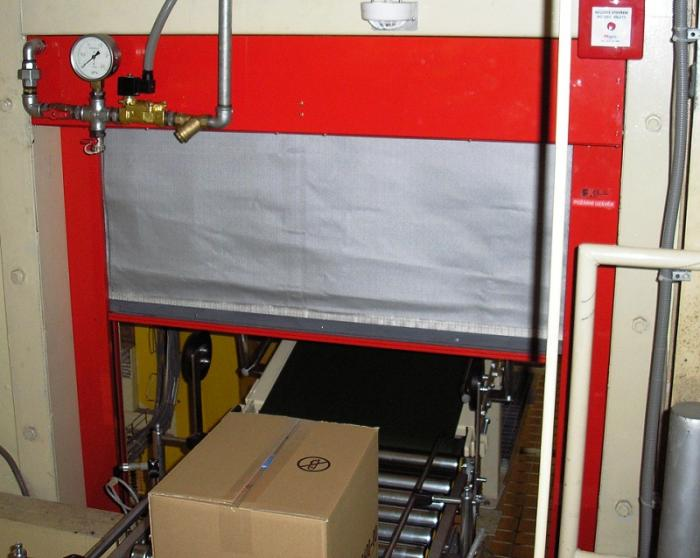 Textilní požární stěnový uzávěr