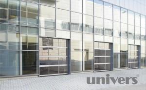 prosklená průmyslová sekční garážová vrata