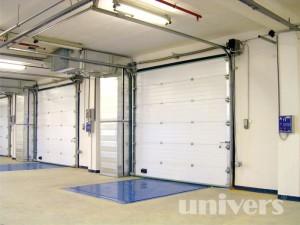 průmyslová garážová vrata z plných panelů