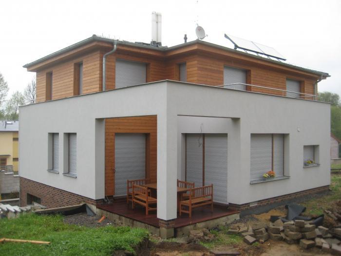 Předokenní rolety pohled na roh domu