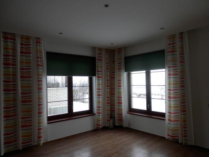 dvě okenní rolety