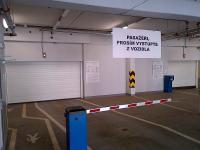 sekční garážová vrata pro obchodní dům