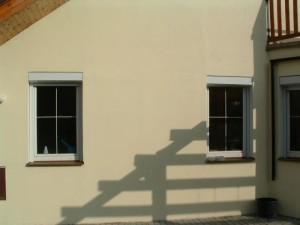 Venkovní rolety pohled na štít budovy