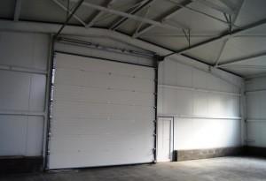 vrata sekční průmyslová pohled z inteiéru