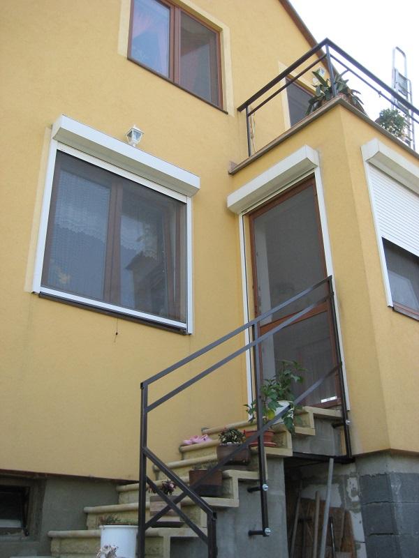 Roleta na dveře a okno